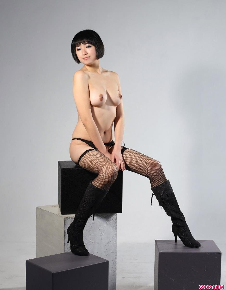 裸模明美棚拍肉丝美体