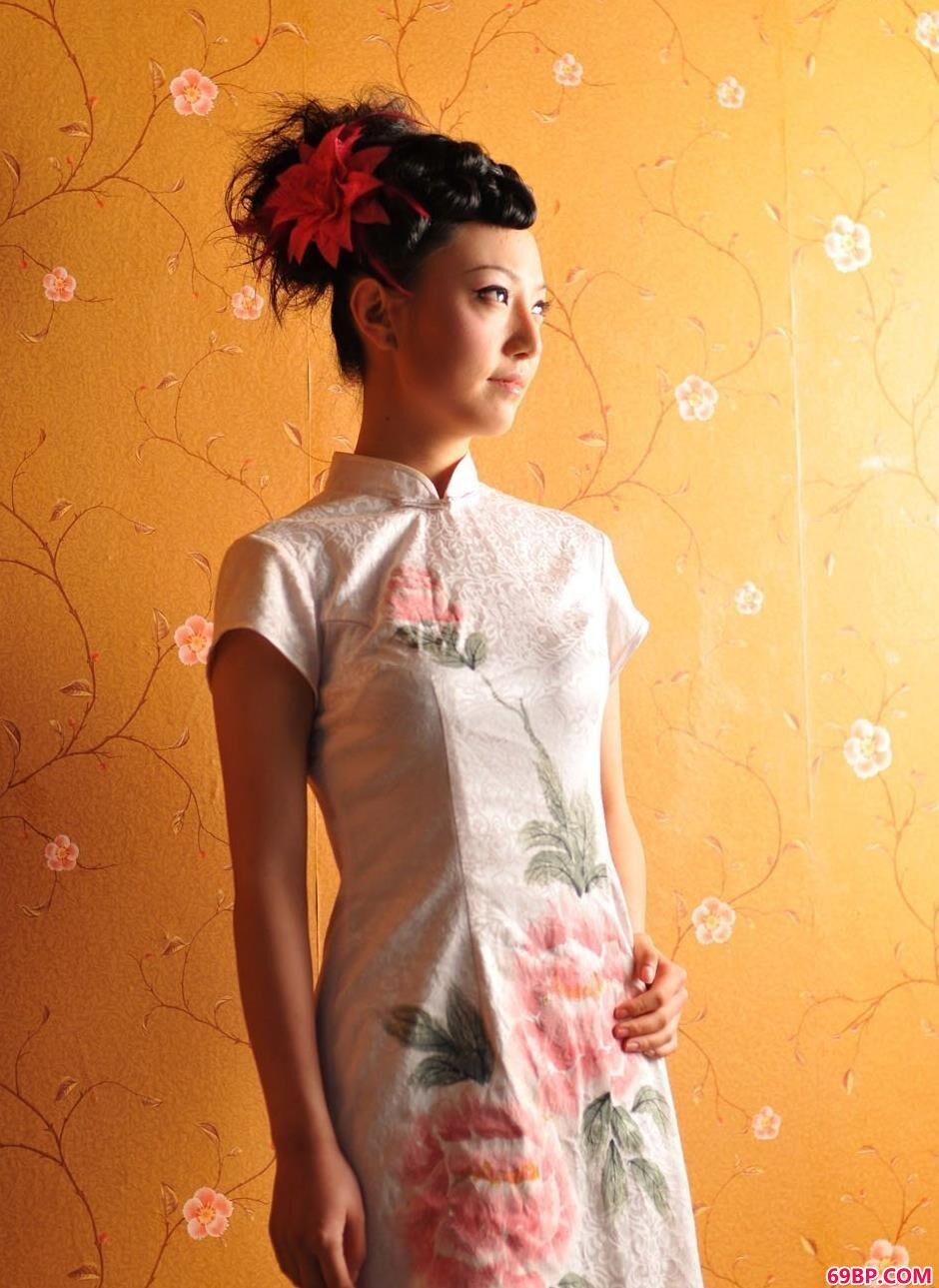 靓女戴琳房间内的古典旗袍美体1
