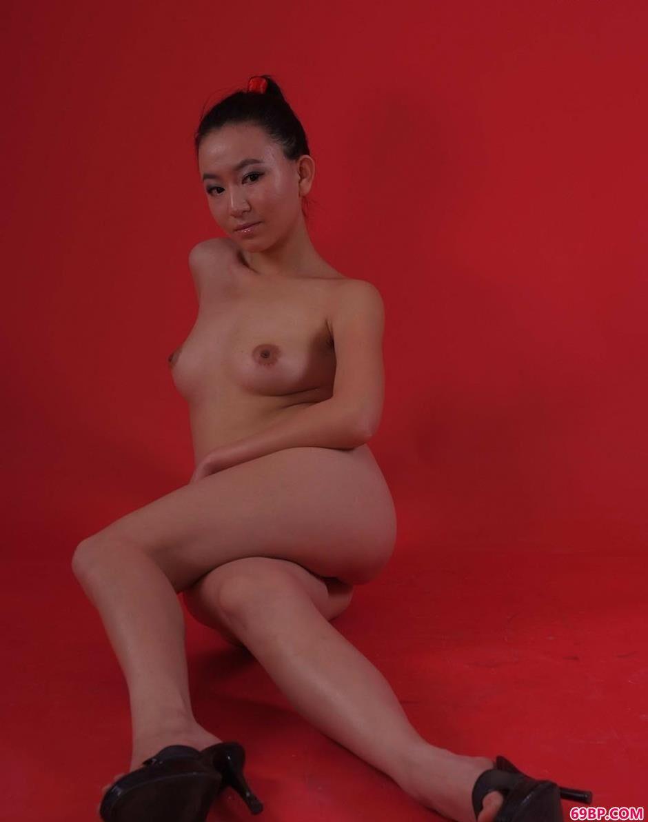 玫红背景球球三姐妹人体棚拍9_日本熟妇黄HD