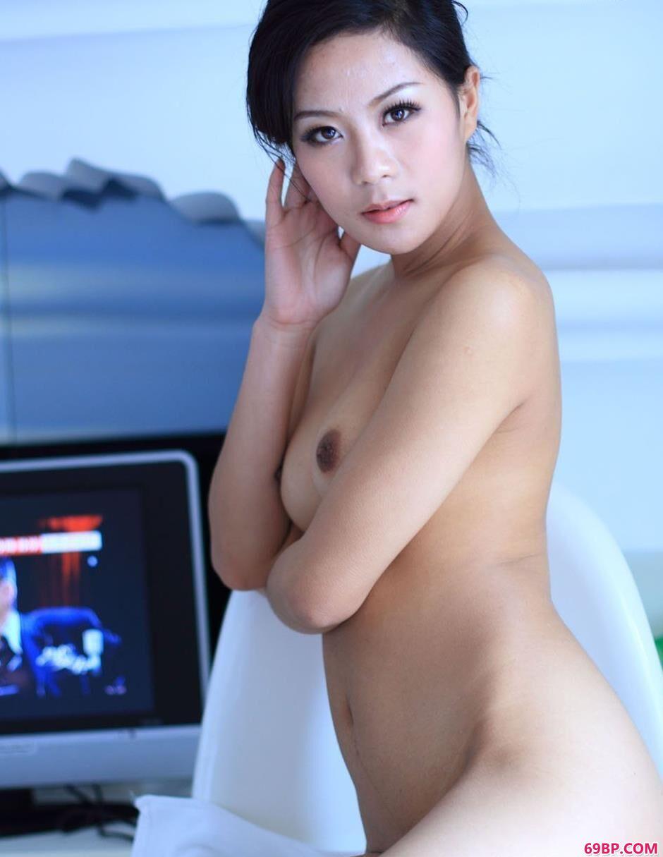 美人寒磊宾馆里的清纯人体1_西西日本顶级大胆艺木写真