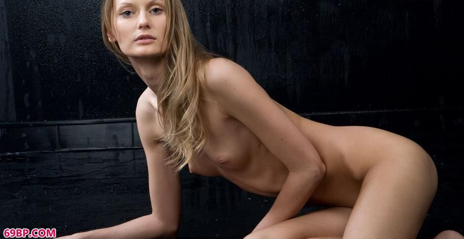 裸模Blanche澎湃豹纹人体2_亚洲色婷婷综合开心网