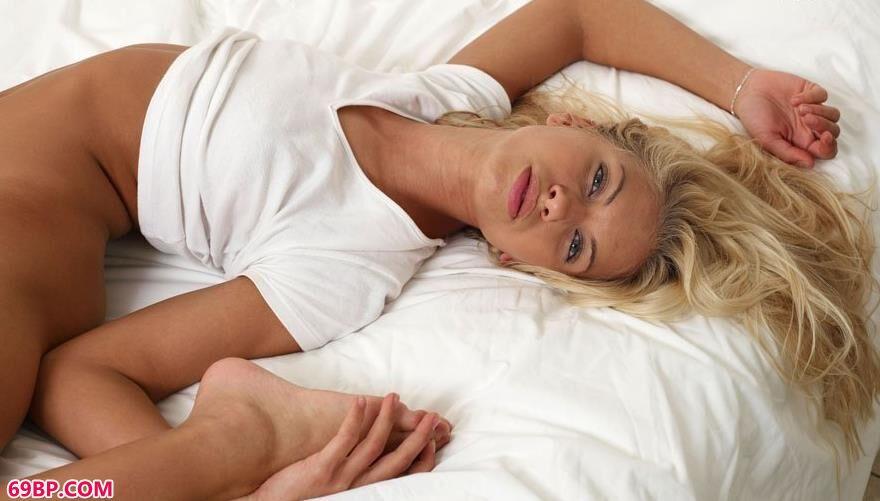 莎莎在床上的瑜伽人体_下一篇漂亮国模30P