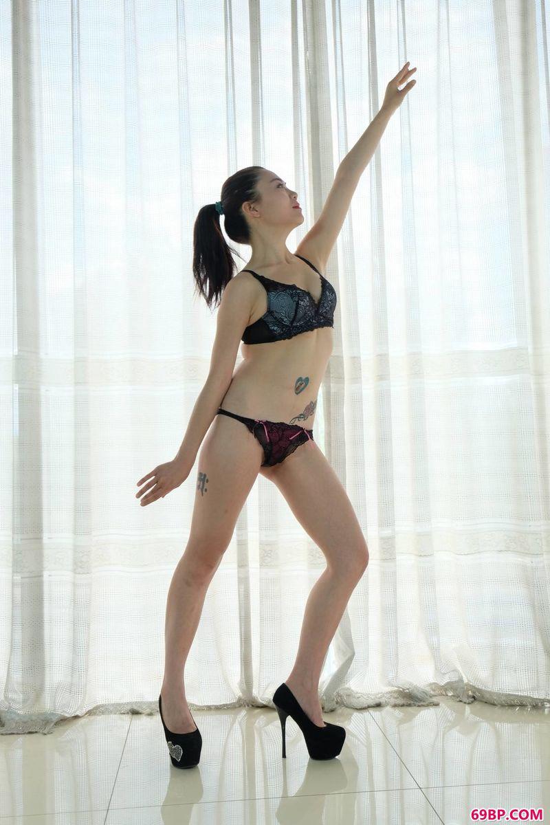 裸模美嘉纯美专辑_粉嫩入口处粗黑进进出出